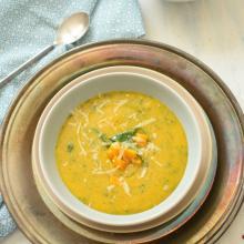 Zuppa di polenta, zucca e spinacini freschi