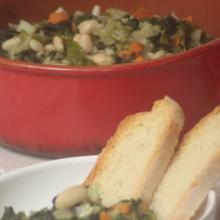 Zuppa fredda con cannellini e verdure
