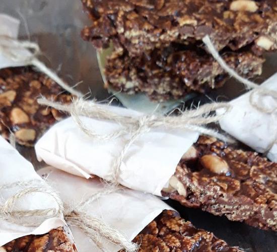 Barrette homemade al burro d'arachidi e noccioline salate.