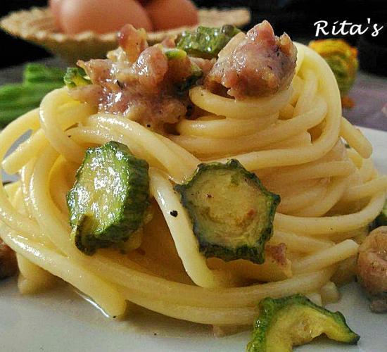 Carbonara di zucchine e salsiccia