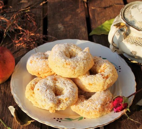 Ciambelline cicciotte con albicocche secche e rum