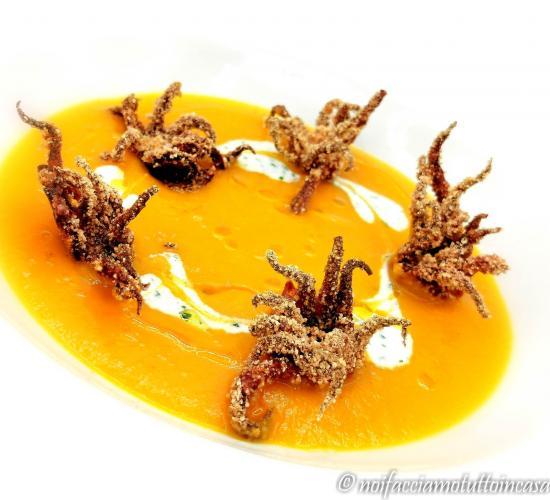 Crema di peperoni con moscardini croccanti