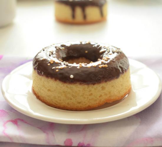 Donuts alla vaniglia con glassa al fondente