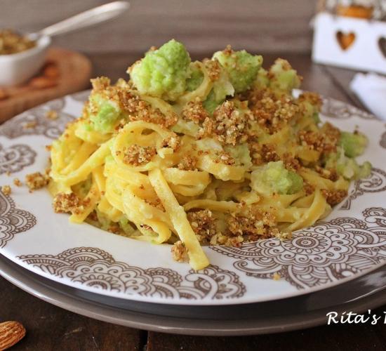 Fettuccine con broccolo e mollica croccante