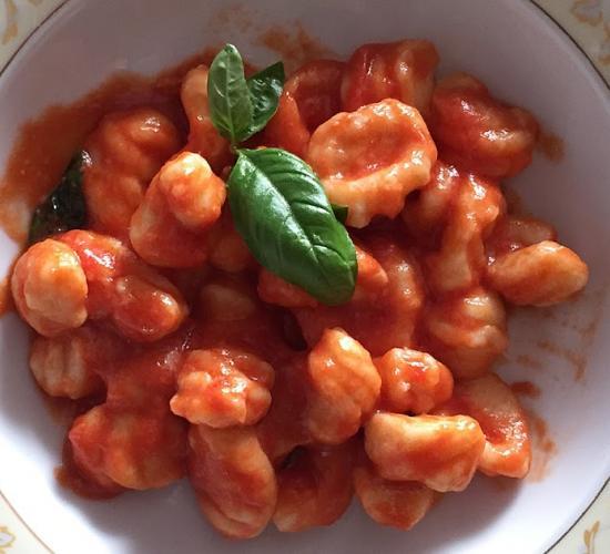 Gnocchi di ricotta con salsa di pomodoro e basilico