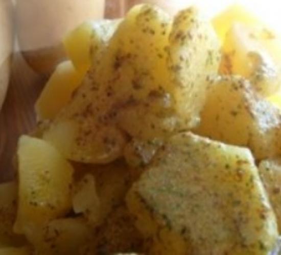 Insalata di patate con pesto di pistacchi