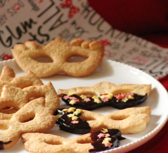 Le mascherine di frolla per carnevale e i cuori per san valentino