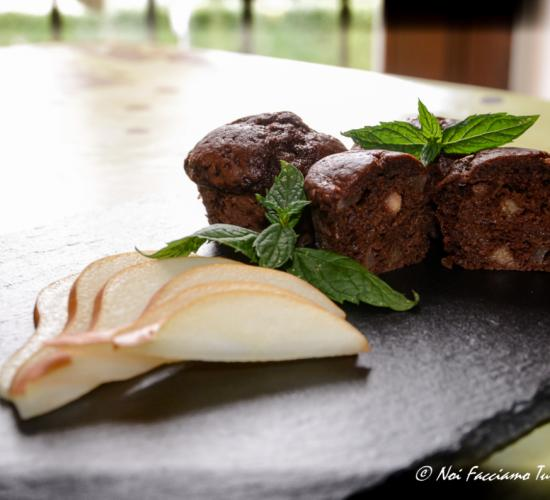 mini muffin con cioccolato, pere e menta