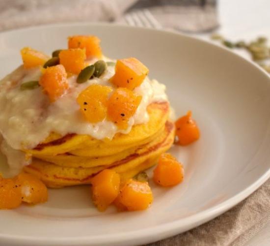 pancakes alla zucca con fonduta di formaggi
