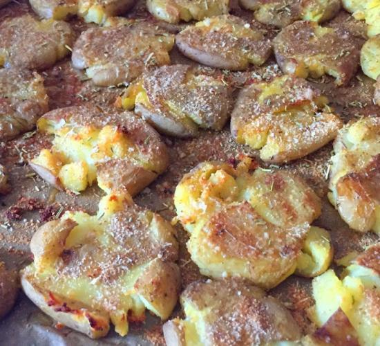 Patatine schiacciate al forno - ricetta passo passo