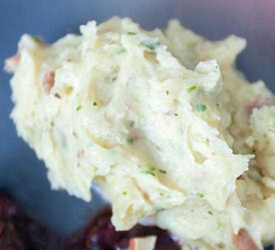 Pure' di patate con yogurt ed erbe fini