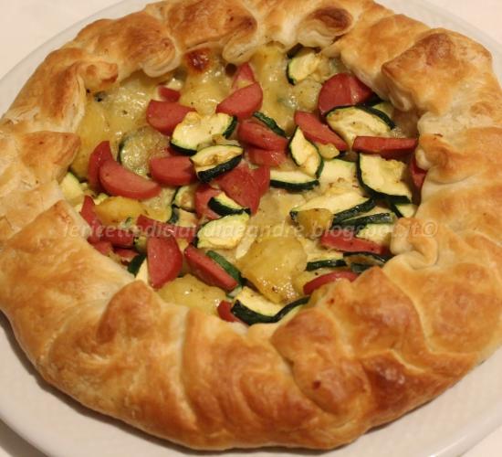 Sfoglia ripiena con patate, zucchine e wurstel...