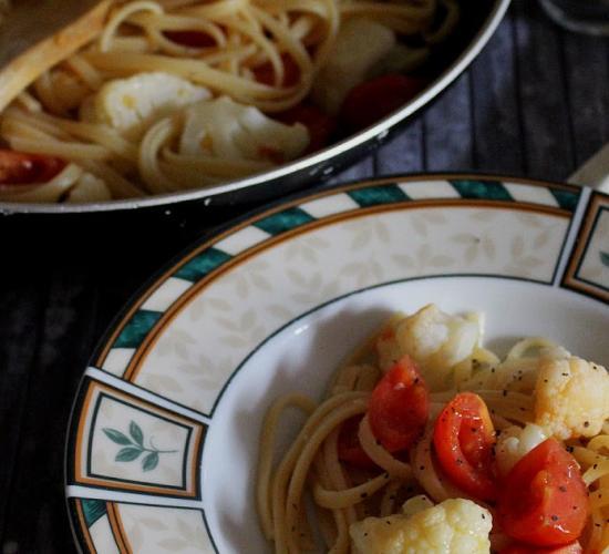 spaghetti pomodorini cavolfiore e pepe