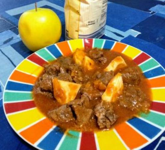 Spezzatino di cinghiale con le mele senza marinatura