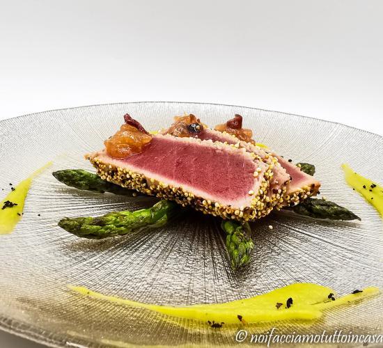 Tagliata di tonno con asparagi e mostarda