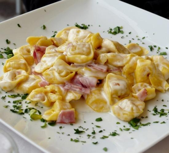 Tortellini panna e prosciutto - Ricette Primi Piatti