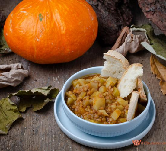 Zuppa di lenticchie con zucca e patate