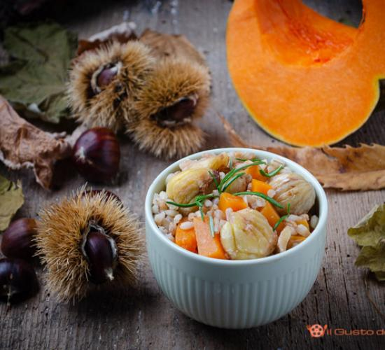 Zuppa di orzo con zucca e castagne